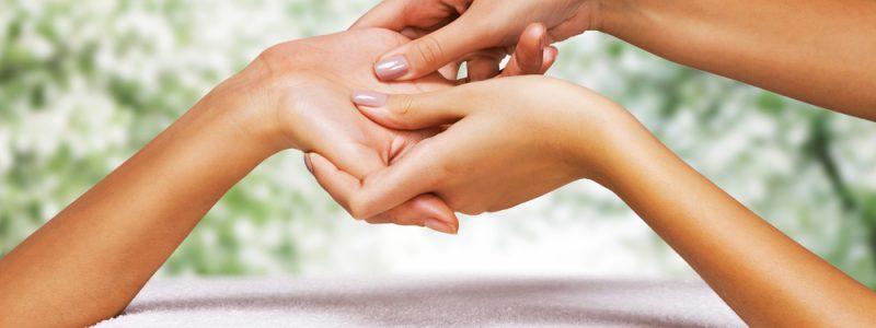handmassage-tijdens-gezichtsbehandeling-2